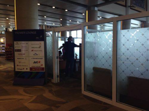 案内されたバリ国際空港の仮設ラウンジ