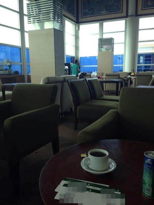 バリ国際空港の仮説ラウンジ