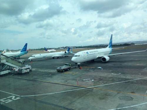 バリ、ングラライ国際空港のガルーダインドネシア機