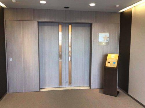 関西空港のサクララウンジの入口