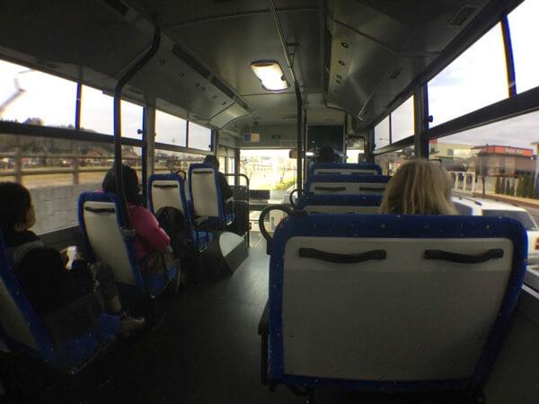 ホテル日航成田へ向かうシャトルバス車内