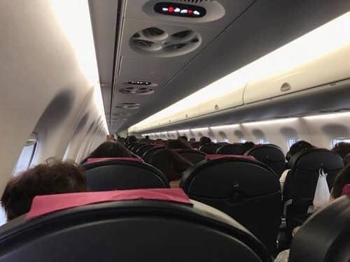 長崎から伊丹空港へ向かうJ-Airの機内