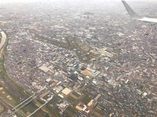 伊丹空港に向かう機内から見えた八尾空港