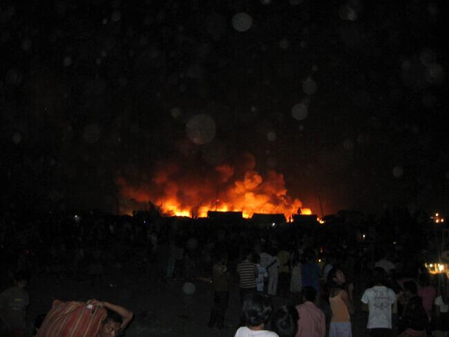 マニラのスラム街の火災