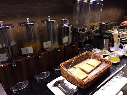 ドンムアン空港キングパワーラウンジの軽食の写真