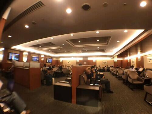 伊丹空港JALサクララウンジ内の様子