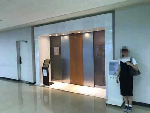 伊丹空港JALサクララウンジ入口