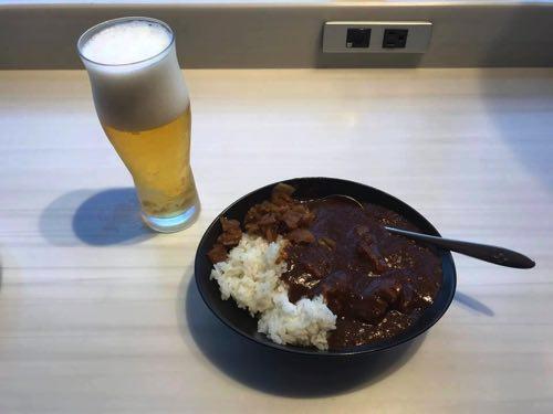 成田空港サテライトのJALサクララウンジでのJAL特製オリジナルビーフカレー
