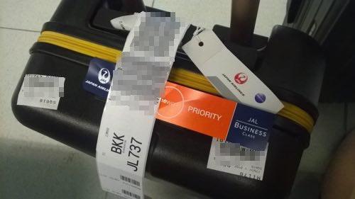 プライオリティタグとしてスーツケースに貼られていたJALビジネスクラスタグ