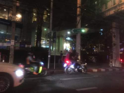 タクシーからのバンコク市内の様子