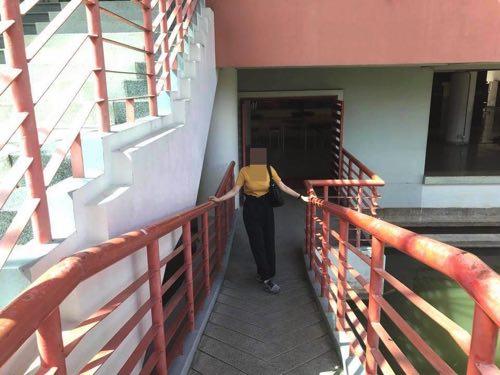 タマサート大学建築学部の入口にあるスロープ