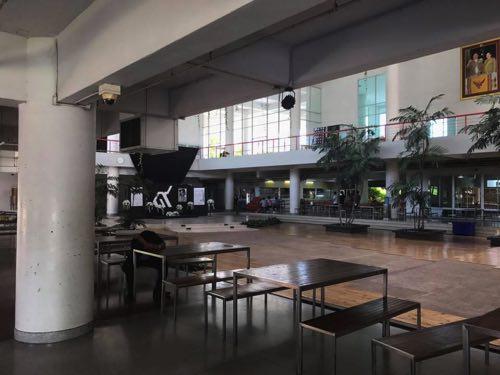 タマサート大学建築学部の1階の様子