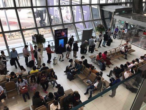 スワンナプーム国際空港JAL便の優先搭乗の行列