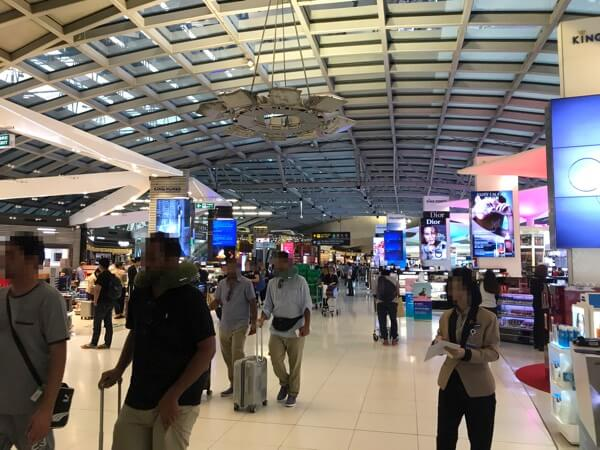 スワンナプーム国際空港の制限エリア、免税店ゾーン