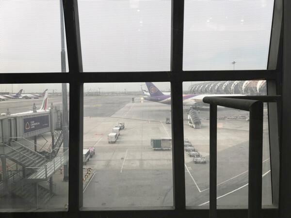 スワンナプーム国際空港JALサクララウンジから見える外の風景