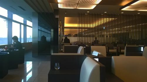 羽田空港国内線ANAラウンジ