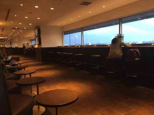 羽田空港国内線JALサクララウンジ