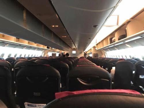 優先搭乗後のJAL139便の機内