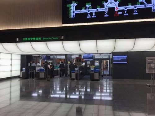 羽田空港国内線第1ターミナルの保安検査場入口