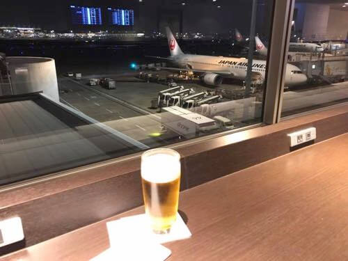 羽田空港国内線JALサクララウンジの窓からの風景