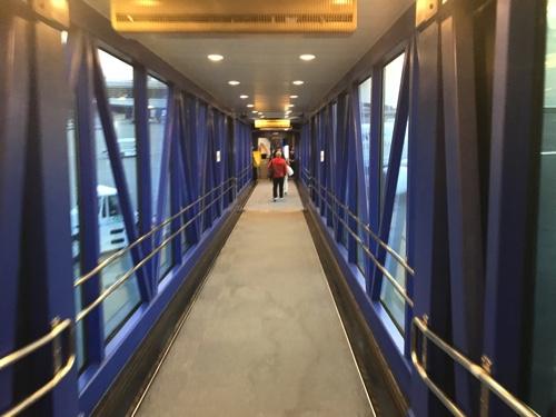 中部国際空港から新千歳へ向かうJALの搭乗の写真