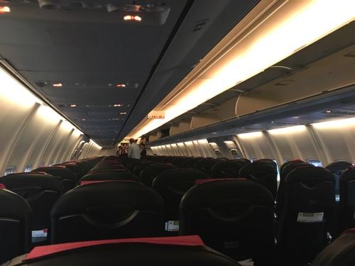 JALの新千歳行きの機内の様子、優先搭乗後