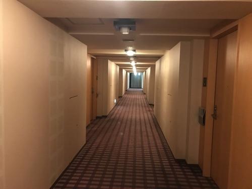 ホテルオークラ札幌の客室フロアの廊下