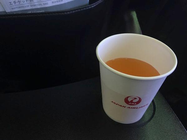 JALの機内サービスで提供されたりんごジュース