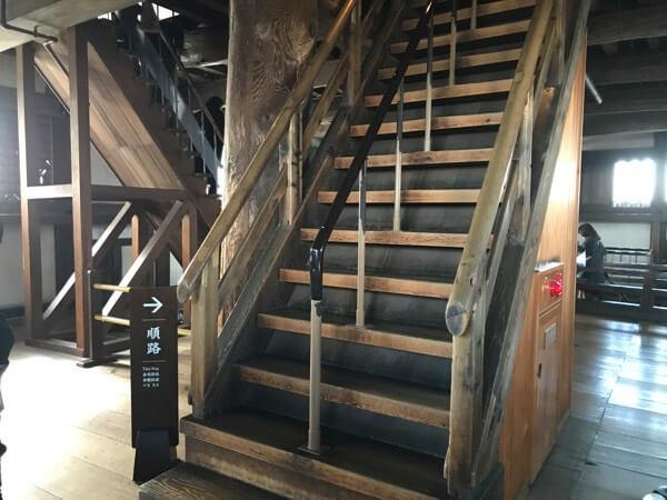 姫路城の大天守の階段は急