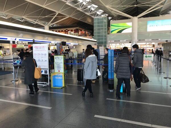 中部国際空港ANAチェックインカウンターの列