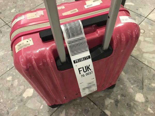 スターフライヤー利用で優先タグがついたスーツケース
