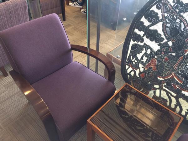 関西空港にあるタイ国際航空のロイヤルオーキッドラウンジの座席