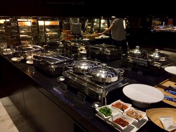 スワンナプーム国際空港エバー航空ラウンジの食事