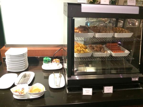 スワンナプーム国際空港のタイ国際航空ロイヤルシルクラウンジの軽食
