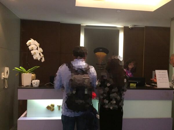 スワンナプーム国際空港のタイ国際航空ロイヤルシルクラウンジの受付