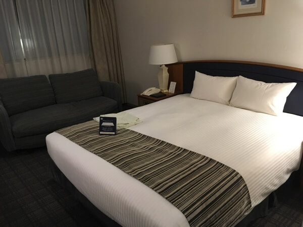 ホテル日航姫路ダブルルームのベッド