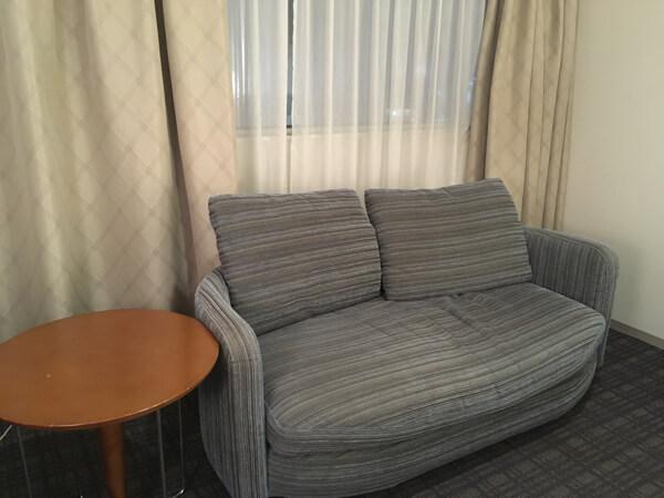 ホテル日航姫路ダブルルームのソファー