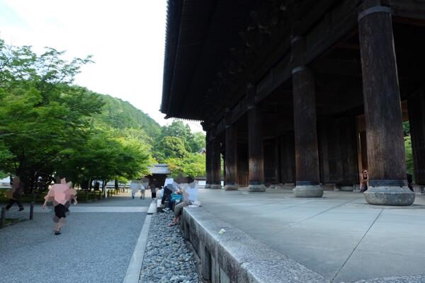 南禅寺の三門で休憩