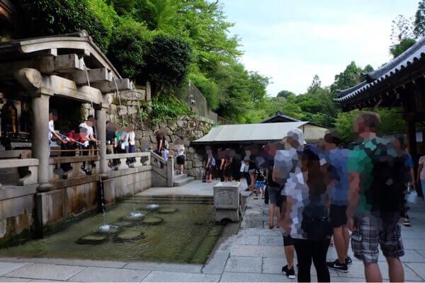 清水寺音羽の滝の行列