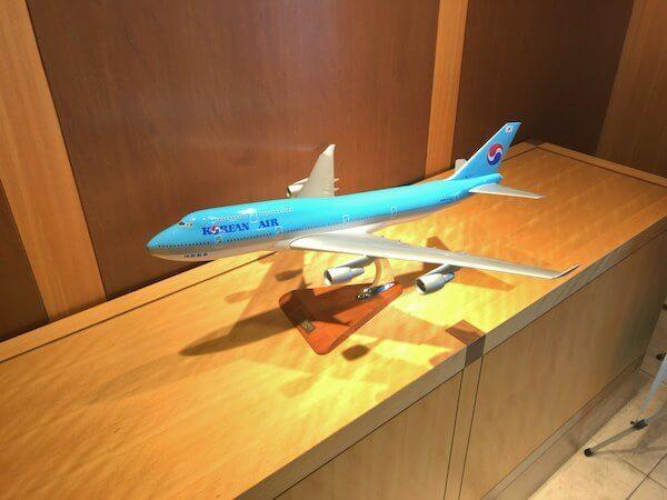 大韓航空KALラウンジの飛行機模型