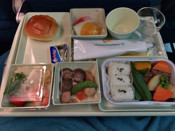 ベトナム航空ホーチミン行きの和食機内食