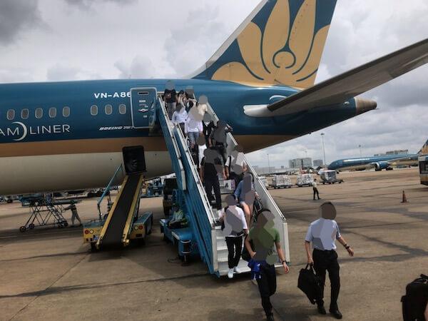 ベトナム航空の後部ドアからの機外へ